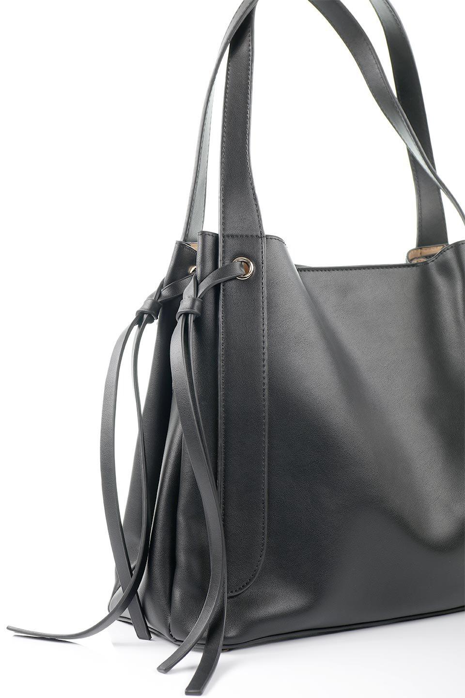 meliebiancoのLeslie(Black)センターポケット・トートバッグ/海外ファッション好きにオススメのインポートバッグとかばん、MelieBianco(メリービアンコ)のバッグやトートバッグ。荷室が別れてとても使いやすいバッグ。ファイルも入る大きめのサイズで仕事用としても活躍します。/main-5
