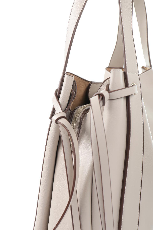 meliebiancoのLeslie(Taupe)センターポケット・トートバッグ/海外ファッション好きにオススメのインポートバッグとかばん、MelieBianco(メリービアンコ)のバッグやトートバッグ。荷室が別れてとても使いやすいバッグ。ファイルも入る大きめのサイズで仕事用としても活躍します。/main-5