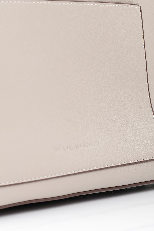 meliebiancoのLeslie(Taupe)センターポケット・トートバッグ/海外ファッション好きにオススメのインポートバッグとかばん、MelieBianco(メリービアンコ)のバッグやトートバッグ。荷室が別れてとても使いやすいバッグ。ファイルも入る大きめのサイズで仕事用としても活躍します。/main-6
