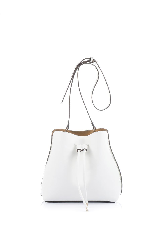 meliebiancoのLeia(White)ビーガンレザー・巾着バッグ/海外ファッション好きにオススメのインポートバッグとかばん、MelieBianco(メリービアンコ)のバッグやショルダーバッグ。巾着タイプのディテールが可愛いショルダーバッグ。サイトのマチ部分がスリットのようなアクセントになっています。