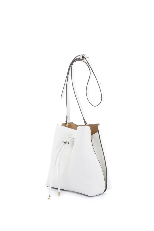 meliebiancoのLeia(White)ビーガンレザー・巾着バッグ/海外ファッション好きにオススメのインポートバッグとかばん、MelieBianco(メリービアンコ)のバッグやショルダーバッグ。巾着タイプのディテールが可愛いショルダーバッグ。サイトのマチ部分がスリットのようなアクセントになっています。/main-1