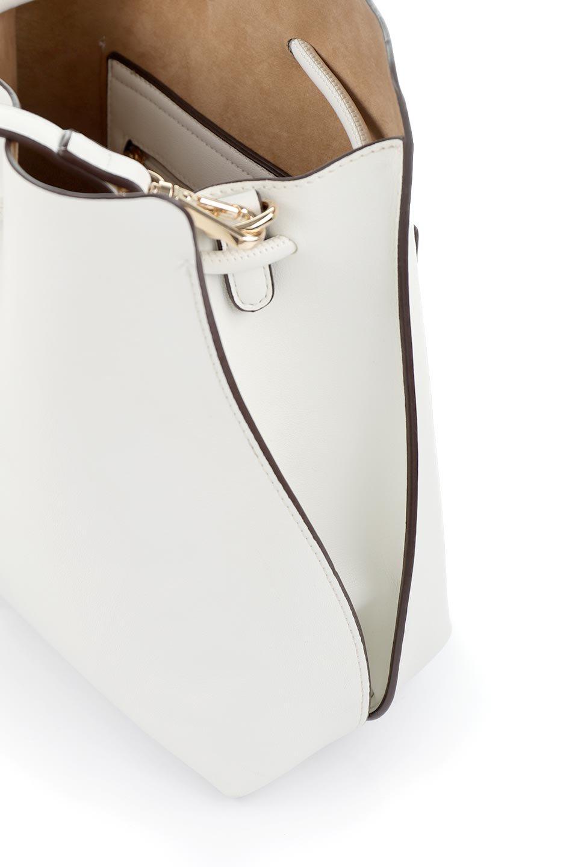 meliebiancoのLeia(White)ビーガンレザー・巾着バッグ/海外ファッション好きにオススメのインポートバッグとかばん、MelieBianco(メリービアンコ)のバッグやショルダーバッグ。巾着タイプのディテールが可愛いショルダーバッグ。サイトのマチ部分がスリットのようなアクセントになっています。/main-10