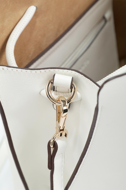 meliebiancoのLeia(White)ビーガンレザー・巾着バッグ/海外ファッション好きにオススメのインポートバッグとかばん、MelieBianco(メリービアンコ)のバッグやショルダーバッグ。巾着タイプのディテールが可愛いショルダーバッグ。サイトのマチ部分がスリットのようなアクセントになっています。/main-12