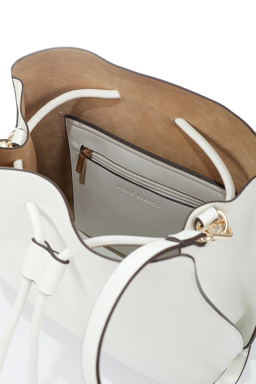 meliebiancoのLeia(White)ビーガンレザー・巾着バッグ/海外ファッション好きにオススメのインポートバッグとかばん、MelieBianco(メリービアンコ)のバッグやショルダーバッグ。巾着タイプのディテールが可愛いショルダーバッグ。サイトのマチ部分がスリットのようなアクセントになっています。/main-13