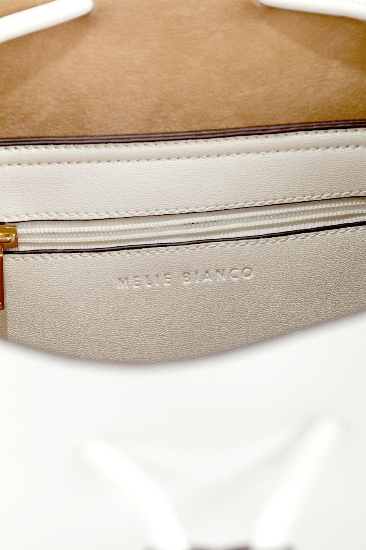 meliebiancoのLeia(White)ビーガンレザー・巾着バッグ/海外ファッション好きにオススメのインポートバッグとかばん、MelieBianco(メリービアンコ)のバッグやショルダーバッグ。巾着タイプのディテールが可愛いショルダーバッグ。サイトのマチ部分がスリットのようなアクセントになっています。/main-14