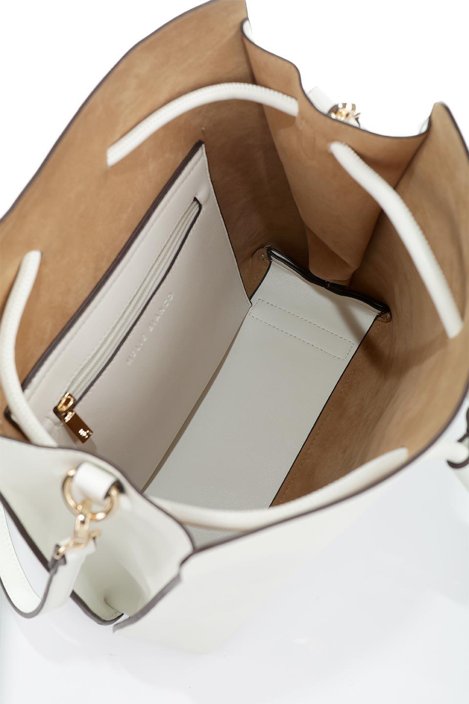 meliebiancoのLeia(White)ビーガンレザー・巾着バッグ/海外ファッション好きにオススメのインポートバッグとかばん、MelieBianco(メリービアンコ)のバッグやショルダーバッグ。巾着タイプのディテールが可愛いショルダーバッグ。サイトのマチ部分がスリットのようなアクセントになっています。/main-15