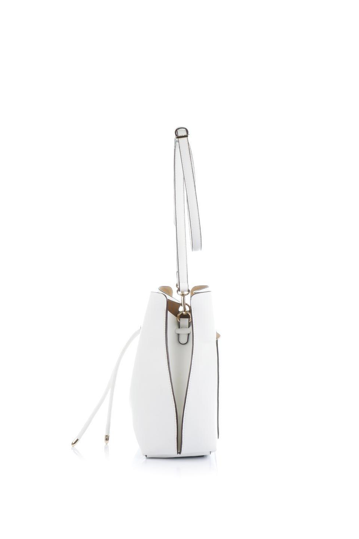 meliebiancoのLeia(White)ビーガンレザー・巾着バッグ/海外ファッション好きにオススメのインポートバッグとかばん、MelieBianco(メリービアンコ)のバッグやショルダーバッグ。巾着タイプのディテールが可愛いショルダーバッグ。サイトのマチ部分がスリットのようなアクセントになっています。/main-2
