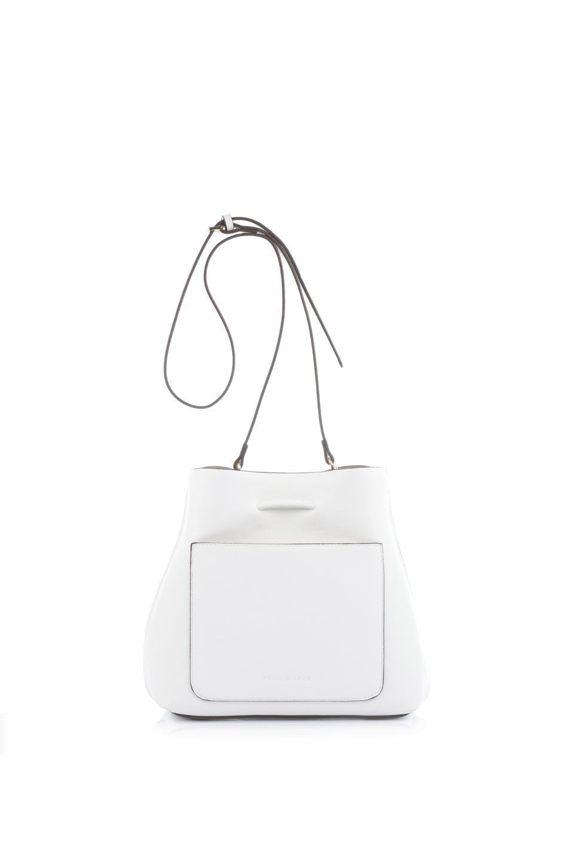 meliebiancoのLeia(White)ビーガンレザー・巾着バッグ/海外ファッション好きにオススメのインポートバッグとかばん、MelieBianco(メリービアンコ)のバッグやショルダーバッグ。巾着タイプのディテールが可愛いショルダーバッグ。サイトのマチ部分がスリットのようなアクセントになっています。/main-4