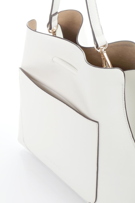 meliebiancoのLeia(White)ビーガンレザー・巾着バッグ/海外ファッション好きにオススメのインポートバッグとかばん、MelieBianco(メリービアンコ)のバッグやショルダーバッグ。巾着タイプのディテールが可愛いショルダーバッグ。サイトのマチ部分がスリットのようなアクセントになっています。/main-7