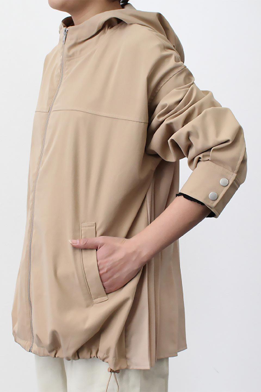 BackPleatedMountainParkaバックプリーツ・マウンテンパーカ大人カジュアルに最適な海外ファッションのothers(その他インポートアイテム)のアウターやジャケット。人気のバックプリーツを施したショート丈のマウンテンパーカ。メンズライクなアイテムをプリーツで女性らしくアレンジしたデザインです。/main-22