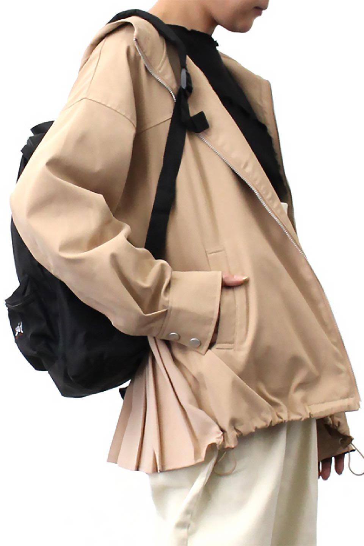BackPleatedMountainParkaバックプリーツ・マウンテンパーカ大人カジュアルに最適な海外ファッションのothers(その他インポートアイテム)のアウターやジャケット。人気のバックプリーツを施したショート丈のマウンテンパーカ。メンズライクなアイテムをプリーツで女性らしくアレンジしたデザインです。/main-23