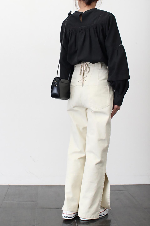 Lace-UpWideLegSlitPantsレースアップ・スリット入りワイドパンツ大人カジュアルに最適な海外ファッションのothers(その他インポートアイテム)のボトムやパンツ。バックのレースアップが特徴のワイドパンツ。ソフトなコットン生地で履き心地も抜群。/main-19