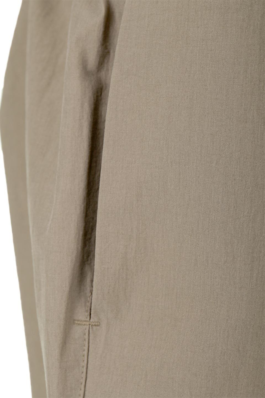 CroppedEasyPantsコットン・ナイロン・イージーパンツ大人カジュアルに最適な海外ファッションのothers(その他インポートアイテム)のボトムやパンツ。シンプルで幅広いコーデが楽しめるイージーパンツ。ナイロン混のシャリ感と張りのある素材で、キレイ目はもちろん、ストリート風、アウトドア風などのコーディネートが可能です。/main-25