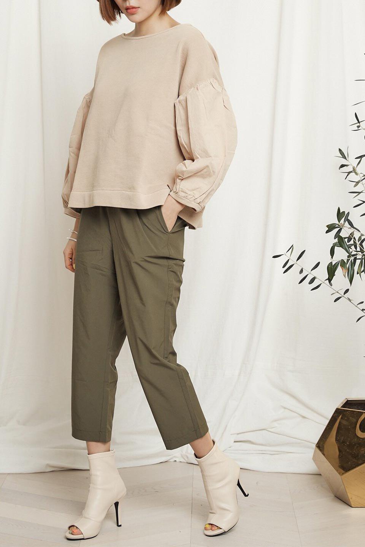 CroppedEasyPantsコットン・ナイロン・イージーパンツ大人カジュアルに最適な海外ファッションのothers(その他インポートアイテム)のボトムやパンツ。シンプルで幅広いコーデが楽しめるイージーパンツ。ナイロン混のシャリ感と張りのある素材で、キレイ目はもちろん、ストリート風、アウトドア風などのコーディネートが可能です。/main-28