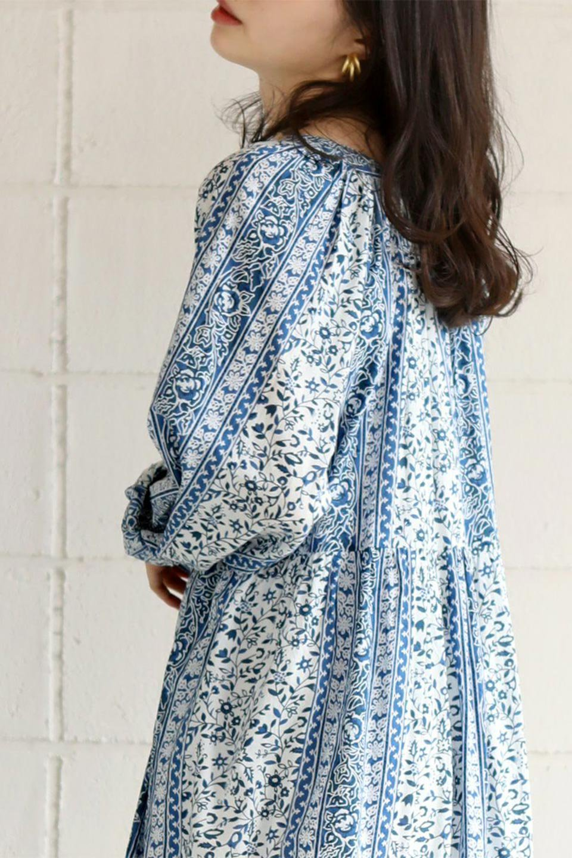 FloralPrintedPanelDress小花柄・パネルワンピース大人カジュアルに最適な海外ファッションのothers(その他インポートアイテム)のワンピースやマキシワンピース。オリエンタルな雰囲気のパネルプリントが魅力的なワンピース。インド綿ならではの柔らかで涼しげな素材感は、軽くて着心地も抜群。/main-23
