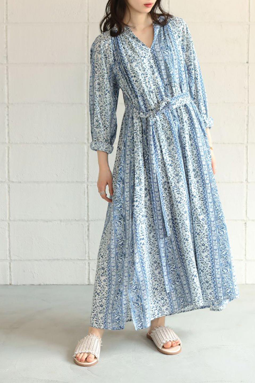 FloralPrintedPanelDress小花柄・パネルワンピース大人カジュアルに最適な海外ファッションのothers(その他インポートアイテム)のワンピースやマキシワンピース。オリエンタルな雰囲気のパネルプリントが魅力的なワンピース。インド綿ならではの柔らかで涼しげな素材感は、軽くて着心地も抜群。/main-24