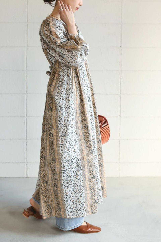 FloralPrintedPanelDress小花柄・パネルワンピース大人カジュアルに最適な海外ファッションのothers(その他インポートアイテム)のワンピースやマキシワンピース。オリエンタルな雰囲気のパネルプリントが魅力的なワンピース。インド綿ならではの柔らかで涼しげな素材感は、軽くて着心地も抜群。/main-27