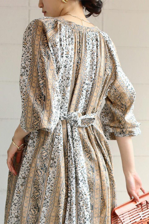 FloralPrintedPanelDress小花柄・パネルワンピース大人カジュアルに最適な海外ファッションのothers(その他インポートアイテム)のワンピースやマキシワンピース。オリエンタルな雰囲気のパネルプリントが魅力的なワンピース。インド綿ならではの柔らかで涼しげな素材感は、軽くて着心地も抜群。/main-28