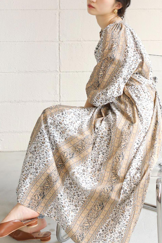 FloralPrintedPanelDress小花柄・パネルワンピース大人カジュアルに最適な海外ファッションのothers(その他インポートアイテム)のワンピースやマキシワンピース。オリエンタルな雰囲気のパネルプリントが魅力的なワンピース。インド綿ならではの柔らかで涼しげな素材感は、軽くて着心地も抜群。/main-29