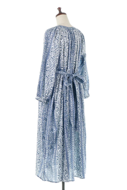 FloralPrintedPanelDress小花柄・パネルワンピース大人カジュアルに最適な海外ファッションのothers(その他インポートアイテム)のワンピースやマキシワンピース。オリエンタルな雰囲気のパネルプリントが魅力的なワンピース。インド綿ならではの柔らかで涼しげな素材感は、軽くて着心地も抜群。/main-3