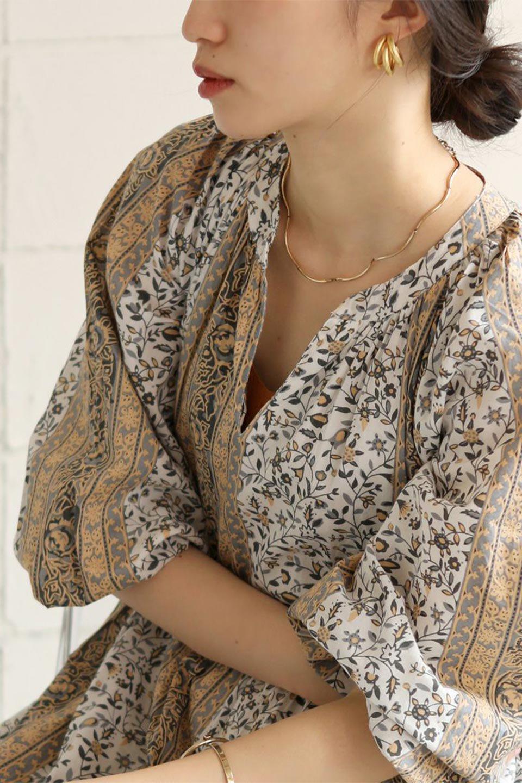 FloralPrintedPanelDress小花柄・パネルワンピース大人カジュアルに最適な海外ファッションのothers(その他インポートアイテム)のワンピースやマキシワンピース。オリエンタルな雰囲気のパネルプリントが魅力的なワンピース。インド綿ならではの柔らかで涼しげな素材感は、軽くて着心地も抜群。/main-30