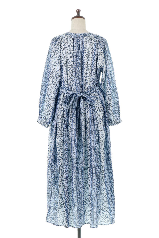 FloralPrintedPanelDress小花柄・パネルワンピース大人カジュアルに最適な海外ファッションのothers(その他インポートアイテム)のワンピースやマキシワンピース。オリエンタルな雰囲気のパネルプリントが魅力的なワンピース。インド綿ならではの柔らかで涼しげな素材感は、軽くて着心地も抜群。/main-4