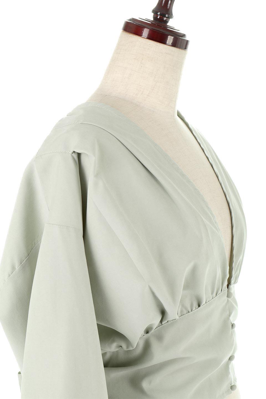 WideWaistRibbonTieBlouseワイドウエスト・バックリボンブラウス大人カジュアルに最適な海外ファッションのothers(その他インポートアイテム)のトップスやシャツ・ブラウス。桃の表面のようなピーチスキン加工の長袖ブラウス。ショート丈とワイドなウエストバンドでシルエットにメリハリができ、細見え効果のあるブラウスです。/main-10