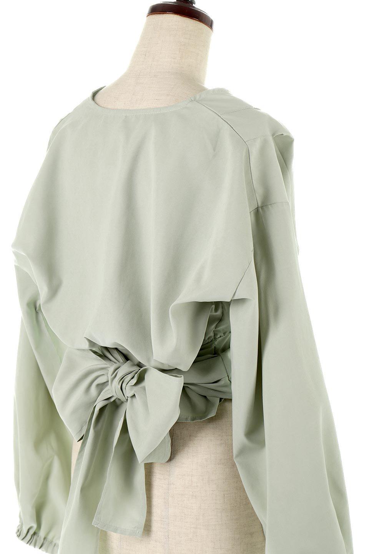 WideWaistRibbonTieBlouseワイドウエスト・バックリボンブラウス大人カジュアルに最適な海外ファッションのothers(その他インポートアイテム)のトップスやシャツ・ブラウス。桃の表面のようなピーチスキン加工の長袖ブラウス。ショート丈とワイドなウエストバンドでシルエットにメリハリができ、細見え効果のあるブラウスです。/main-13
