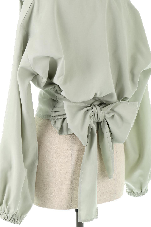 WideWaistRibbonTieBlouseワイドウエスト・バックリボンブラウス大人カジュアルに最適な海外ファッションのothers(その他インポートアイテム)のトップスやシャツ・ブラウス。桃の表面のようなピーチスキン加工の長袖ブラウス。ショート丈とワイドなウエストバンドでシルエットにメリハリができ、細見え効果のあるブラウスです。/main-14