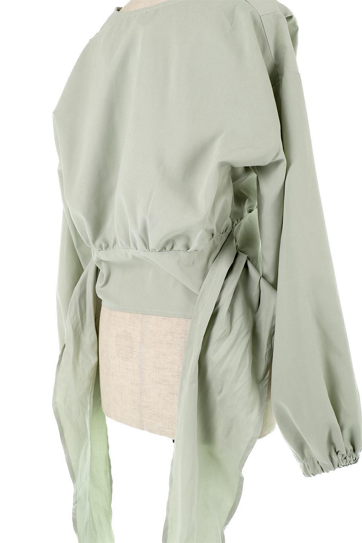 WideWaistRibbonTieBlouseワイドウエスト・バックリボンブラウス大人カジュアルに最適な海外ファッションのothers(その他インポートアイテム)のトップスやシャツ・ブラウス。桃の表面のようなピーチスキン加工の長袖ブラウス。ショート丈とワイドなウエストバンドでシルエットにメリハリができ、細見え効果のあるブラウスです。/main-15