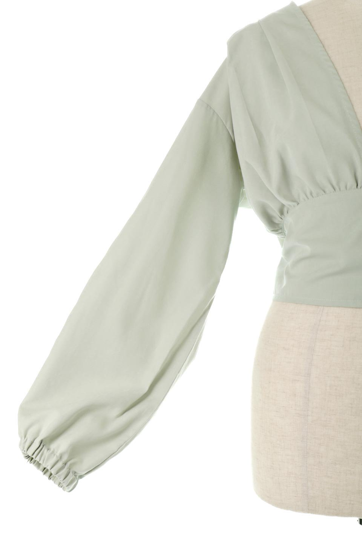 WideWaistRibbonTieBlouseワイドウエスト・バックリボンブラウス大人カジュアルに最適な海外ファッションのothers(その他インポートアイテム)のトップスやシャツ・ブラウス。桃の表面のようなピーチスキン加工の長袖ブラウス。ショート丈とワイドなウエストバンドでシルエットにメリハリができ、細見え効果のあるブラウスです。/main-16