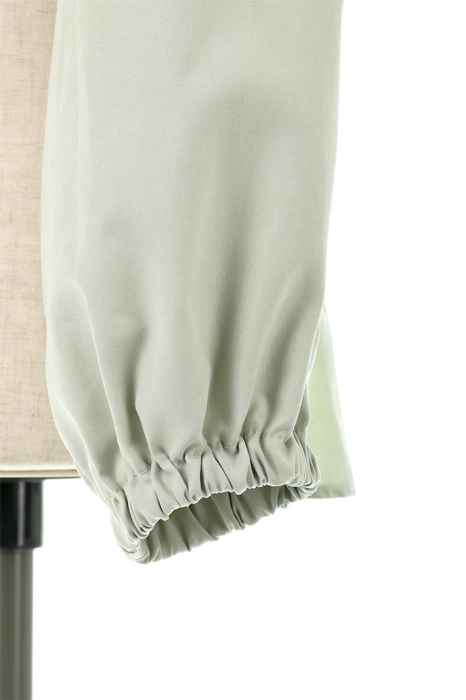 WideWaistRibbonTieBlouseワイドウエスト・バックリボンブラウス大人カジュアルに最適な海外ファッションのothers(その他インポートアイテム)のトップスやシャツ・ブラウス。桃の表面のようなピーチスキン加工の長袖ブラウス。ショート丈とワイドなウエストバンドでシルエットにメリハリができ、細見え効果のあるブラウスです。/main-17