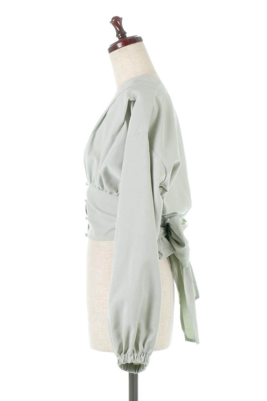 WideWaistRibbonTieBlouseワイドウエスト・バックリボンブラウス大人カジュアルに最適な海外ファッションのothers(その他インポートアイテム)のトップスやシャツ・ブラウス。桃の表面のようなピーチスキン加工の長袖ブラウス。ショート丈とワイドなウエストバンドでシルエットにメリハリができ、細見え効果のあるブラウスです。/main-2