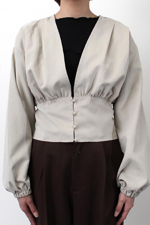 WideWaistRibbonTieBlouseワイドウエスト・バックリボンブラウス大人カジュアルに最適な海外ファッションのothers(その他インポートアイテム)のトップスやシャツ・ブラウス。桃の表面のようなピーチスキン加工の長袖ブラウス。ショート丈とワイドなウエストバンドでシルエットにメリハリができ、細見え効果のあるブラウスです。/main-21