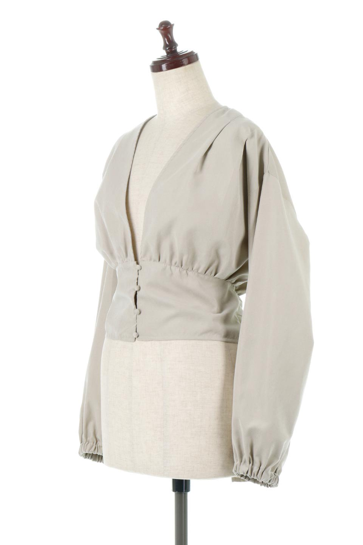 WideWaistRibbonTieBlouseワイドウエスト・バックリボンブラウス大人カジュアルに最適な海外ファッションのothers(その他インポートアイテム)のトップスやシャツ・ブラウス。桃の表面のようなピーチスキン加工の長袖ブラウス。ショート丈とワイドなウエストバンドでシルエットにメリハリができ、細見え効果のあるブラウスです。/main-6