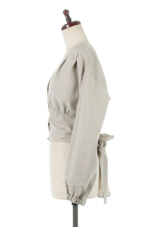 WideWaistRibbonTieBlouseワイドウエスト・バックリボンブラウス大人カジュアルに最適な海外ファッションのothers(その他インポートアイテム)のトップスやシャツ・ブラウス。桃の表面のようなピーチスキン加工の長袖ブラウス。ショート丈とワイドなウエストバンドでシルエットにメリハリができ、細見え効果のあるブラウスです。/main-7