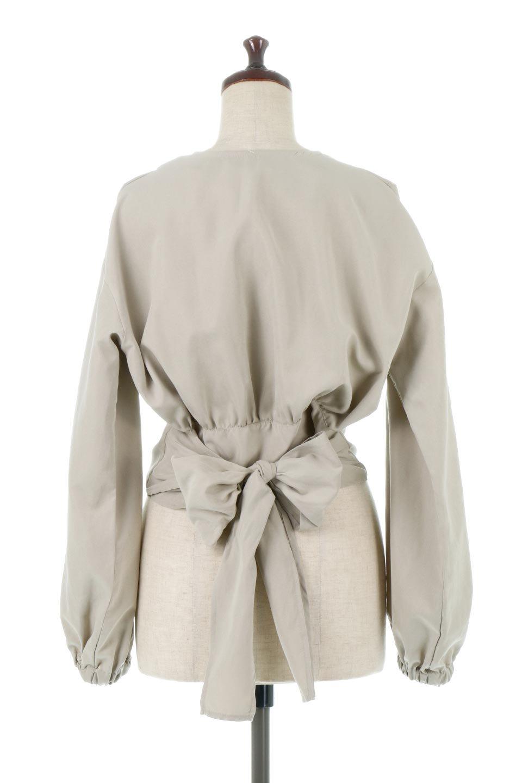 WideWaistRibbonTieBlouseワイドウエスト・バックリボンブラウス大人カジュアルに最適な海外ファッションのothers(その他インポートアイテム)のトップスやシャツ・ブラウス。桃の表面のようなピーチスキン加工の長袖ブラウス。ショート丈とワイドなウエストバンドでシルエットにメリハリができ、細見え効果のあるブラウスです。/main-9