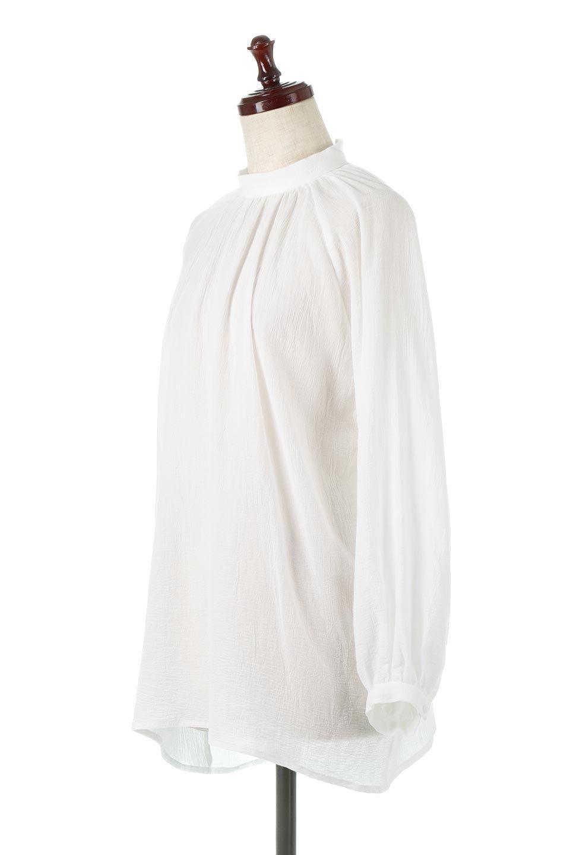 GatheredneckSheerBlouseギャザーネック・長袖シアーブラウス大人カジュアルに最適な海外ファッションのothers(その他インポートアイテム)のトップスやシャツ・ブラウス。今季大人気の透け感のあるシアー素材を使用した長袖ブラウス。ゆったり目のシルエットはそのまま着ても、ブラウジングしても楽しめます。/main-1