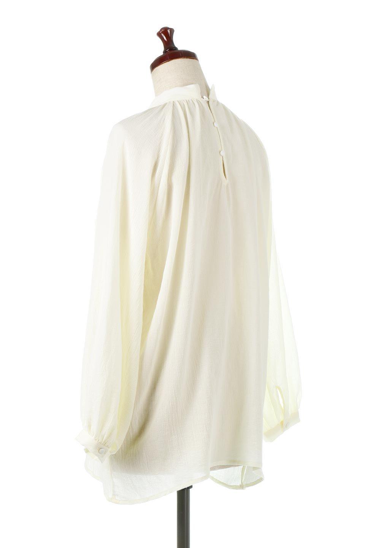 GatheredneckSheerBlouseギャザーネック・長袖シアーブラウス大人カジュアルに最適な海外ファッションのothers(その他インポートアイテム)のトップスやシャツ・ブラウス。今季大人気の透け感のあるシアー素材を使用した長袖ブラウス。ゆったり目のシルエットはそのまま着ても、ブラウジングしても楽しめます。/main-13