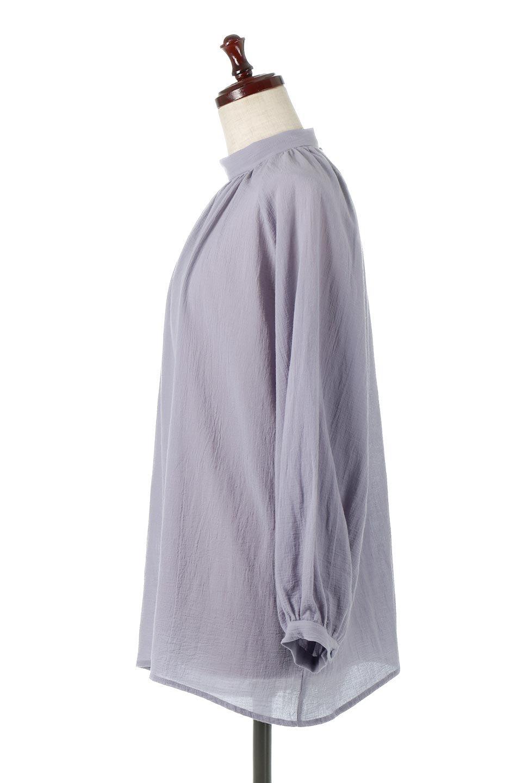 GatheredneckSheerBlouseギャザーネック・長袖シアーブラウス大人カジュアルに最適な海外ファッションのothers(その他インポートアイテム)のトップスやシャツ・ブラウス。今季大人気の透け感のあるシアー素材を使用した長袖ブラウス。ゆったり目のシルエットはそのまま着ても、ブラウジングしても楽しめます。/main-17