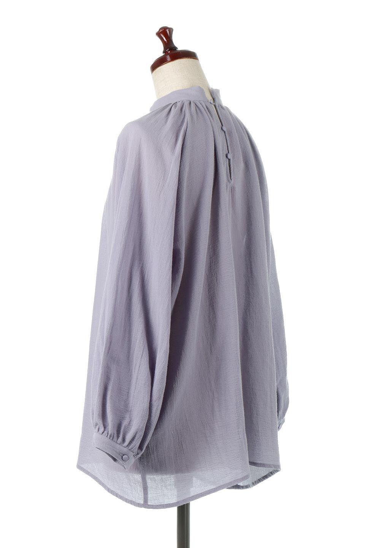 GatheredneckSheerBlouseギャザーネック・長袖シアーブラウス大人カジュアルに最適な海外ファッションのothers(その他インポートアイテム)のトップスやシャツ・ブラウス。今季大人気の透け感のあるシアー素材を使用した長袖ブラウス。ゆったり目のシルエットはそのまま着ても、ブラウジングしても楽しめます。/main-18
