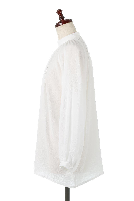 GatheredneckSheerBlouseギャザーネック・長袖シアーブラウス大人カジュアルに最適な海外ファッションのothers(その他インポートアイテム)のトップスやシャツ・ブラウス。今季大人気の透け感のあるシアー素材を使用した長袖ブラウス。ゆったり目のシルエットはそのまま着ても、ブラウジングしても楽しめます。/main-2