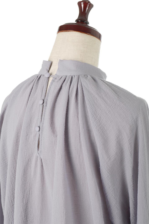 GatheredneckSheerBlouseギャザーネック・長袖シアーブラウス大人カジュアルに最適な海外ファッションのothers(その他インポートアイテム)のトップスやシャツ・ブラウス。今季大人気の透け感のあるシアー素材を使用した長袖ブラウス。ゆったり目のシルエットはそのまま着ても、ブラウジングしても楽しめます。/main-22