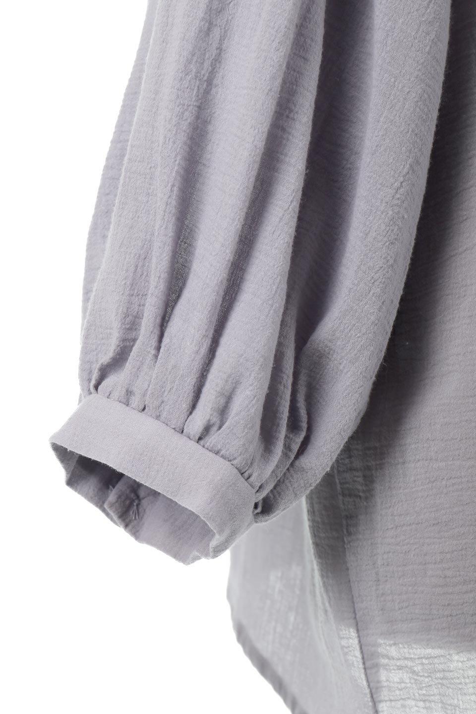 GatheredneckSheerBlouseギャザーネック・長袖シアーブラウス大人カジュアルに最適な海外ファッションのothers(その他インポートアイテム)のトップスやシャツ・ブラウス。今季大人気の透け感のあるシアー素材を使用した長袖ブラウス。ゆったり目のシルエットはそのまま着ても、ブラウジングしても楽しめます。/main-24