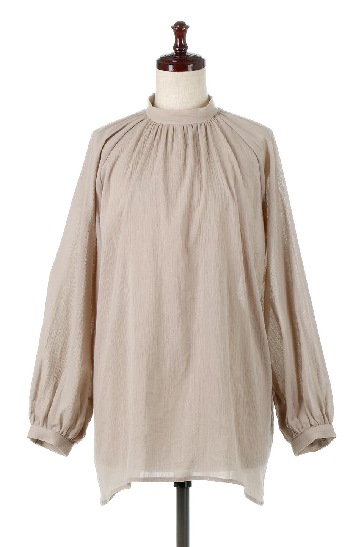 GatheredneckSheerBlouseギャザーネック・長袖シアーブラウス大人カジュアルに最適な海外ファッションのothers(その他インポートアイテム)のトップスやシャツ・ブラウス。今季大人気の透け感のあるシアー素材を使用した長袖ブラウス。ゆったり目のシルエットはそのまま着ても、ブラウジングしても楽しめます。/main-5