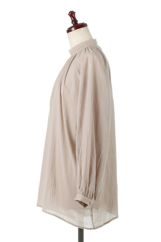 GatheredneckSheerBlouseギャザーネック・長袖シアーブラウス大人カジュアルに最適な海外ファッションのothers(その他インポートアイテム)のトップスやシャツ・ブラウス。今季大人気の透け感のあるシアー素材を使用した長袖ブラウス。ゆったり目のシルエットはそのまま着ても、ブラウジングしても楽しめます。/main-7