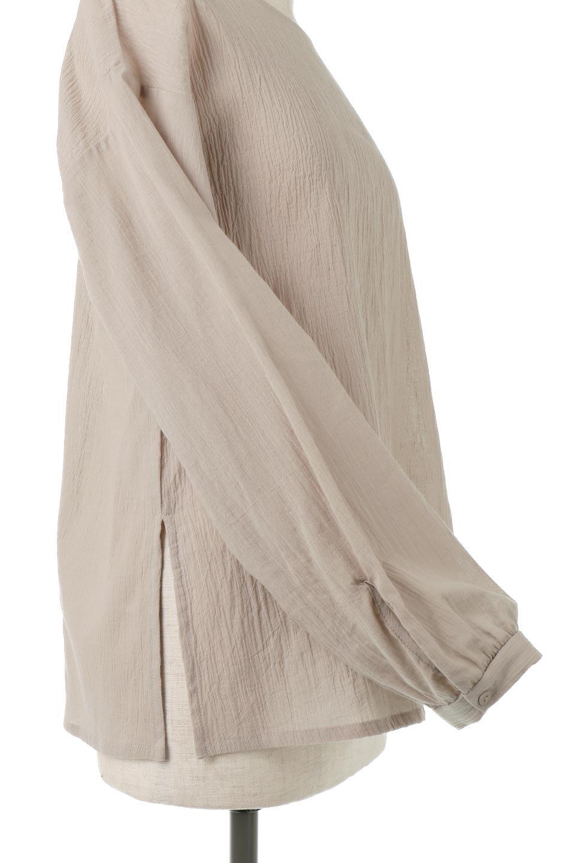 TexturedSheerCami&Blouseテクスチャード・シアーキャミブラウスセット大人カジュアルに最適な海外ファッションのothers(その他インポートアイテム)のトップスやシャツ・ブラウス。若干透け感のある長袖ブラウスと、共生地のキャミソールセット。さらりとした素材感の生地は透け感があり、これからの季節にピッタリのアイテム。/main-22