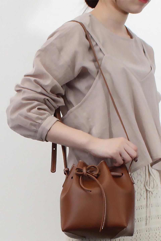 TexturedSheerCami&Blouseテクスチャード・シアーキャミブラウスセット大人カジュアルに最適な海外ファッションのothers(その他インポートアイテム)のトップスやシャツ・ブラウス。若干透け感のある長袖ブラウスと、共生地のキャミソールセット。さらりとした素材感の生地は透け感があり、これからの季節にピッタリのアイテム。/main-25