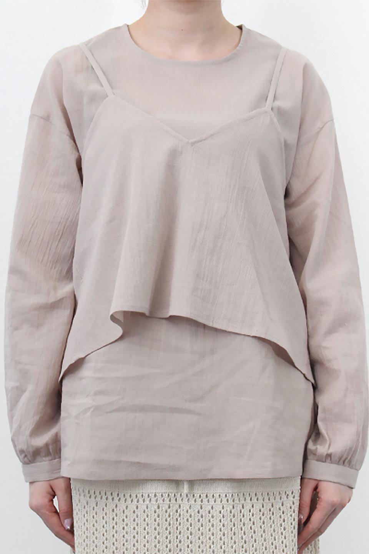 TexturedSheerCami&Blouseテクスチャード・シアーキャミブラウスセット大人カジュアルに最適な海外ファッションのothers(その他インポートアイテム)のトップスやシャツ・ブラウス。若干透け感のある長袖ブラウスと、共生地のキャミソールセット。さらりとした素材感の生地は透け感があり、これからの季節にピッタリのアイテム。/main-27