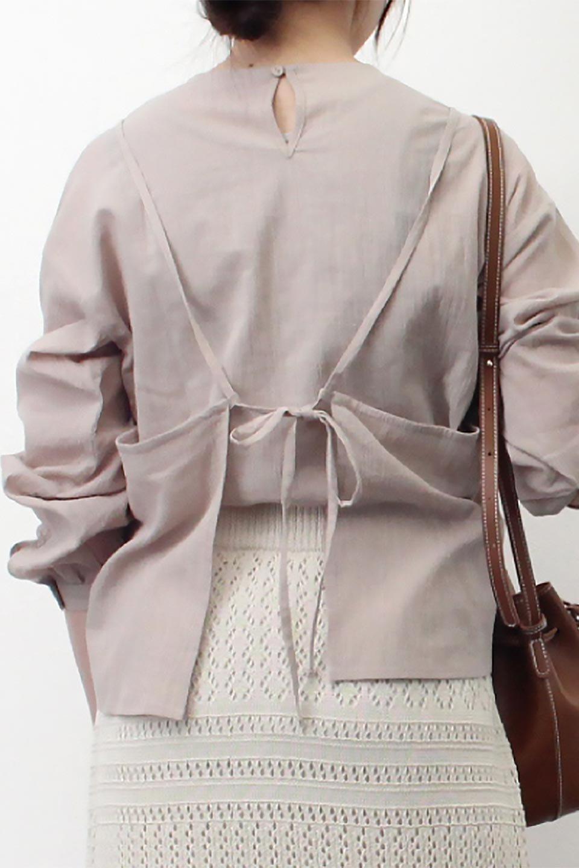 TexturedSheerCami&Blouseテクスチャード・シアーキャミブラウスセット大人カジュアルに最適な海外ファッションのothers(その他インポートアイテム)のトップスやシャツ・ブラウス。若干透け感のある長袖ブラウスと、共生地のキャミソールセット。さらりとした素材感の生地は透け感があり、これからの季節にピッタリのアイテム。/main-28